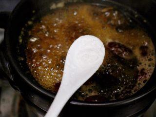 红枣芋头糖水,放小半勺淀粉,这样汤汁会粘稠