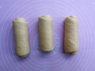 最爱面包+南瓜吐司,三个面团依次卷好,再次松弛10分钟