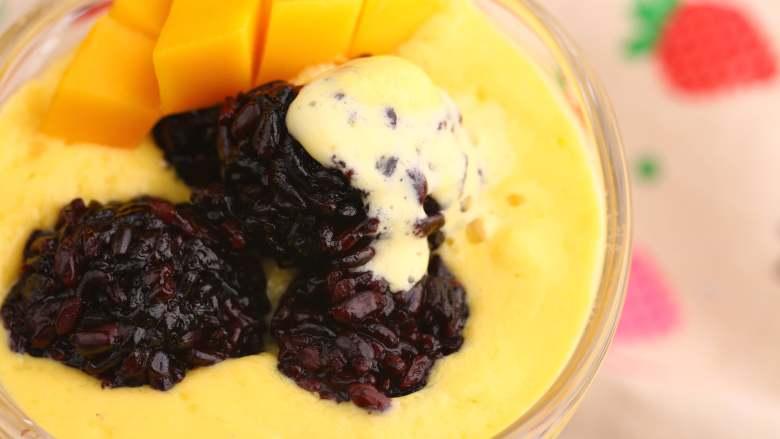 美味甜点-芒果黑米甜甜,黑米和芒果的完美结合,给你不一样的甜点享受哟