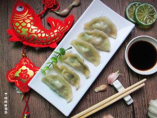 猪肉白菜水饺,口感比较清新,不会太油腻