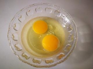 #一碗面条#鸡蛋面(黄豆酱版),两个鸡蛋。