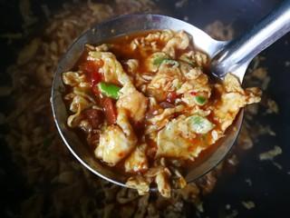 #一碗面条#鸡蛋面(黄豆酱版),熬到这样就行了,汤汁有,但不多。拌面吃够用就行。