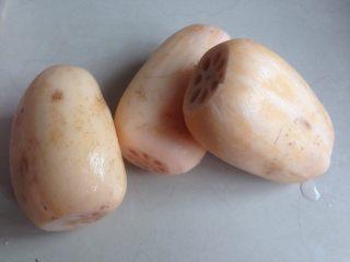 莲藕绿豆煲猪骨汤,洗完白白的莲藕