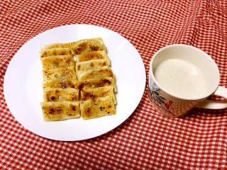 香蕉派,香蕉派配上一杯牛奶就是营养丰富的早餐!