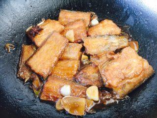 红烧带鱼,这是熬好的带鱼。