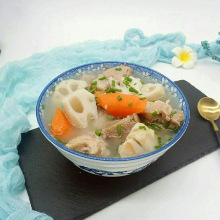 #感恩节食谱#排骨莲藕胡萝卜汤