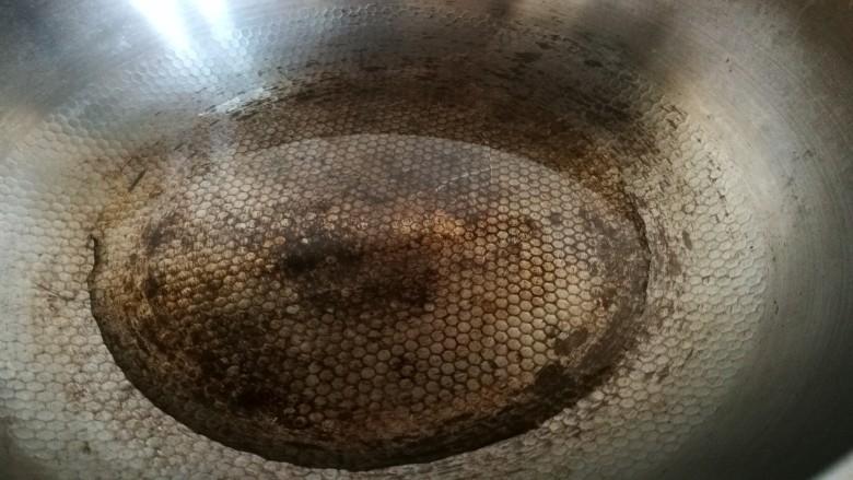 家宴菜谱~鸡鸭鱼肉之水煮鱼片,炒锅热 倒入烹调油