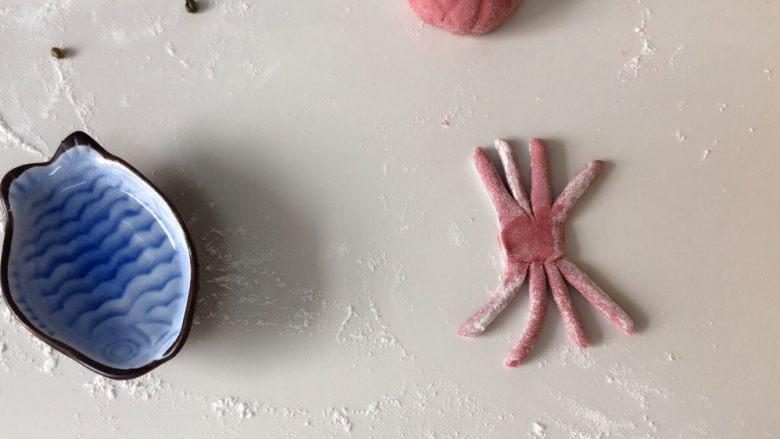#最爱包子#小螃蟹豆沙包,然后两个小段粘合一起!