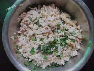 韭菜盒,所有食材在一个容器里