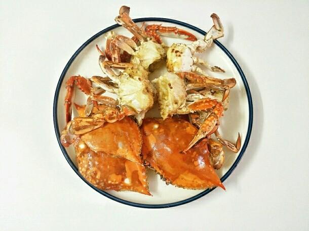 避风塘炒蟹,捞出控油备用