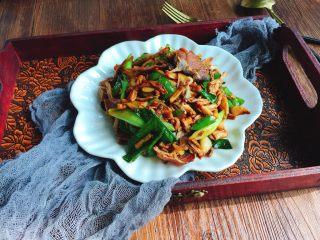 卜豆角小炒腊肉之年味,这道菜在湘菜小店里基本都会有,湖南人必吃的