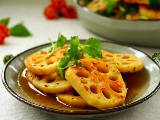 酸辣藕片,酸辣脆爽的藕片,十分开胃。