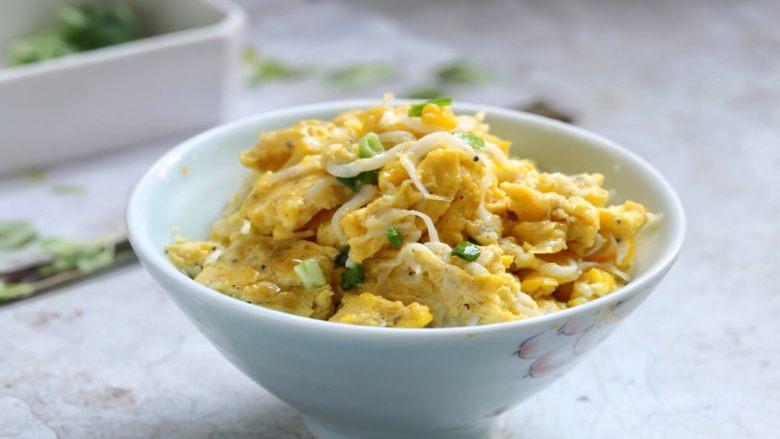 银鱼炒蛋,美味营养的银鱼炒蛋就做好了!