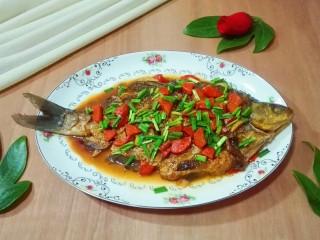糖醋胡萝卜鳊鱼,荤素搭配有营养还好吃😋