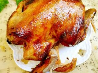 #感恩节食谱#桂花香辣鸡肉牛油果沙拉,准备好烤鸡一只