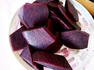 #感恩节食谱#南瓜馅饼,紫薯切块蒸熟备用