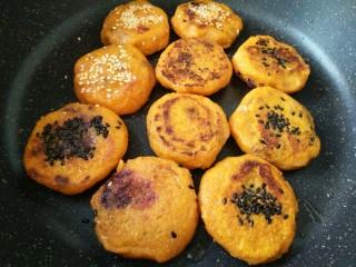 #感恩节食谱#南瓜馅饼,两面煎,两边焦黄就可以了