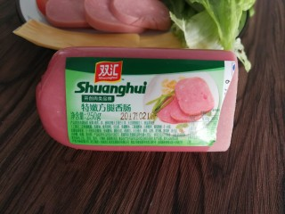 三明治,我用的是这个火腿,没买到特别大片的那种