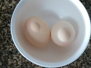 芒果果酱饼干,鸡蛋用温水泡十分钟
