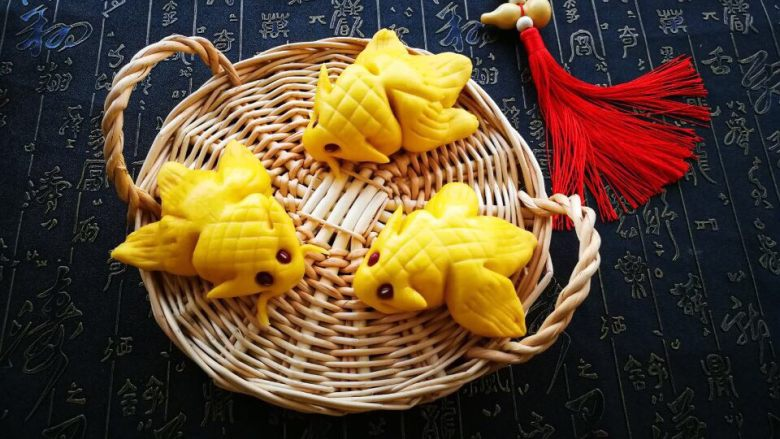 #感恩节食谱#黄色小鱼面点