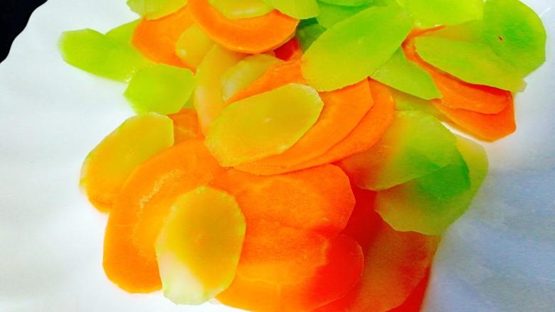 #感恩节食谱#+莴笋胡萝卜炒山药,加入胡萝卜莴笋