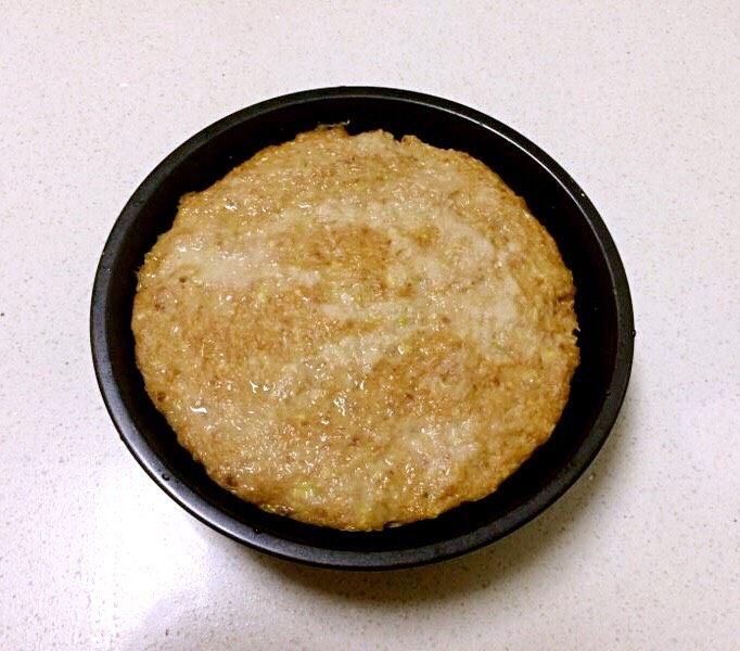 自制午餐肉,蒸好后把午餐肉盘子取来,晾凉后去掉锡纸脱模