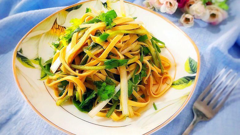 适合冬天里吃的凉菜(香菜大葱拌豆皮)