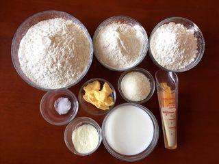 最爱面包+杏仁面包,将所有材料都准备好