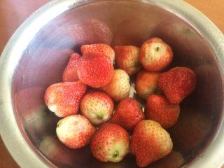 草莓大福,草莓洗净备用