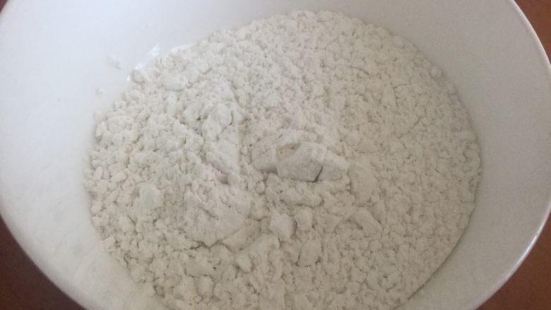 草莓大福,蒸糯米的时候准备50g糯米粉