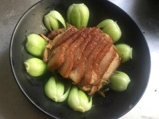 芥菜肉,取出口入碗中