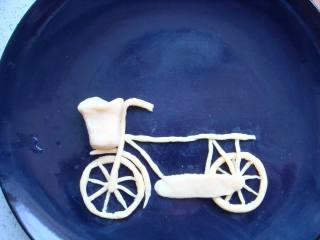 #感恩节食谱#绿豆沙之父爱如山,放到车子的前面。