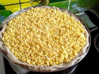 #感恩节食谱#绿豆沙之父爱如山,绿豆提前泡一晚脱皮,上锅蒸熟。