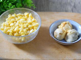 怎样做出金光闪闪,粒粒分明的玉米粒——咸蛋黄焗玉米,玉米 200g、鸭蛋黄 3个