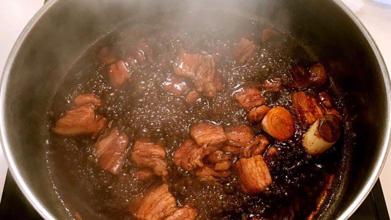 五花肉烧萝卜,继续翻炒1分钟