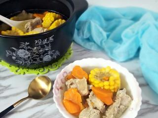胡萝卜玉米排骨汤,成品