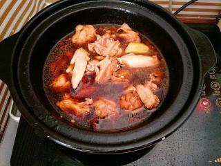 辣椒炒鸡,加适量水没过鸡肉