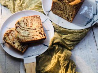 大理石纹豆沙吐司,有颜值有味道的大理石纹豆沙吐司面包让周末的早餐美味又时尚。