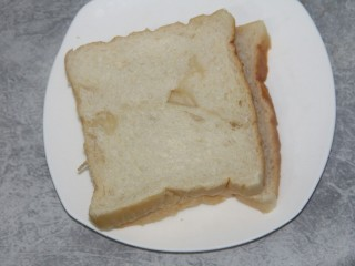 山楂酱三明治(附山楂酱做法),准备两片土司