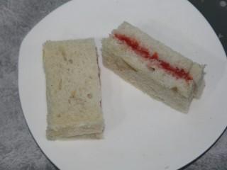 山楂酱三明治(附山楂酱做法),切开