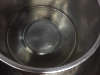 烫面抹茶蛋糕,玉米油隔水加热两分钟