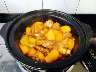 圆土豆+土豆烧排骨,加适量清水