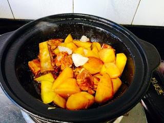 圆土豆+土豆烧排骨,冰糖