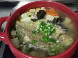 砂锅鱼炖豆腐