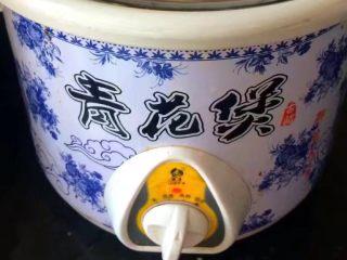 #感恩节食谱#莲藕排骨汤,用电炖锅继续煲,煲到莲藕软糯