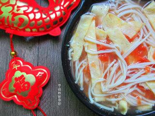番茄金针菇蛋皮汤,简单快手暖身汤