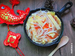番茄金针菇蛋皮汤,美食不是有钱人的专利,美食是一种生活态度