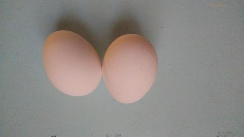 羊汤面,将鸡蛋煮熟备用。