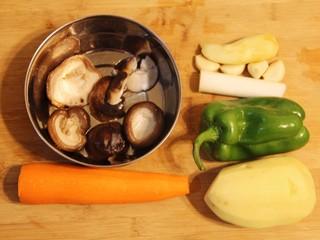 红烧鸡腿,准备好食材。