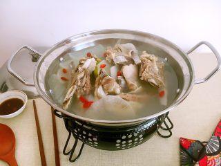 #感恩节食谱# 锅仔萝卜羊排,放在锅仔里保温,吃的时候暖暖的。
